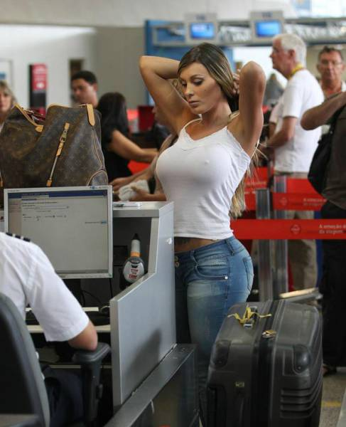 times_when_airport_security_workers_made_it_very_embarrassing_for_some_people_640_15